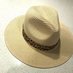 Odiva Paper Hat with Cheetah Print Accent